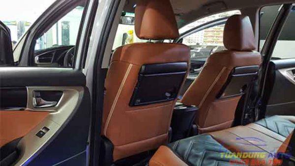 toàn bộ nội thất da bên trong xe Innova